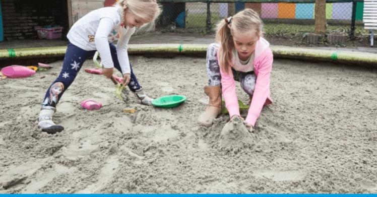 Loc de joacă pentru copii și consultant ipotecar.